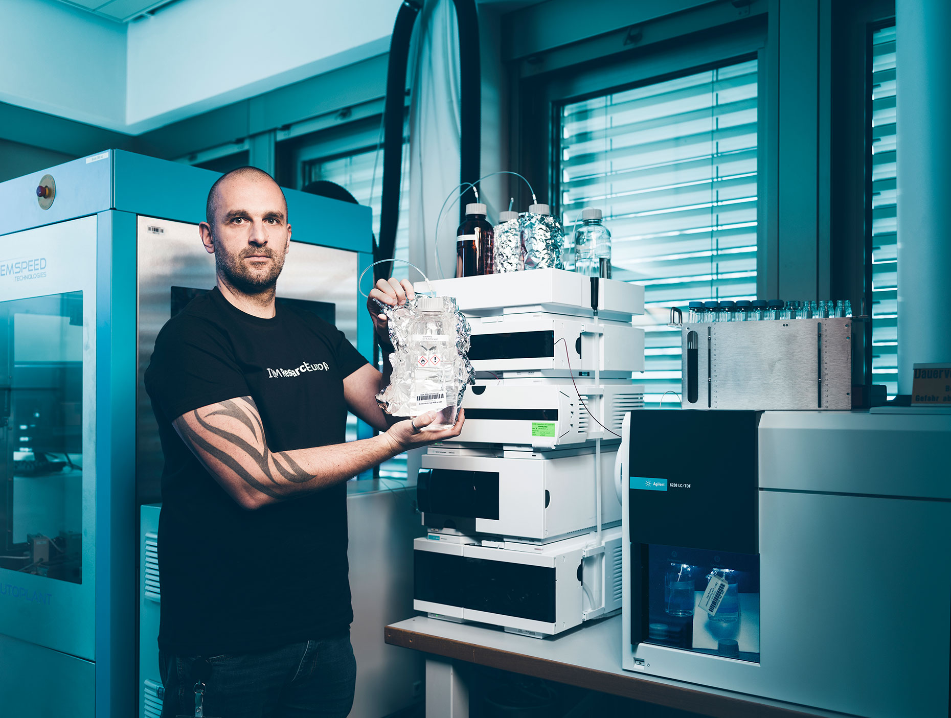 Teodoro Laino, Technical leader for Molecular Simulation, Principal RSM poses in a labratory at IBM Research Laboratory in Rueschlikon, for Bilanz
